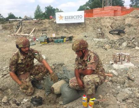 Operazioni di brillamento della bomba a Montecchio (foto tratta da http://www.stelladitalianews.com)