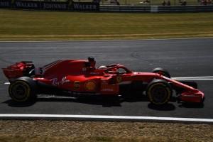 Vettel secondo a soli 44 millesimi