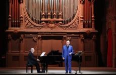 Pertusi e Barker lunedì nell'Auditorium Pedrotti (Foto Amati Bacciardi)
