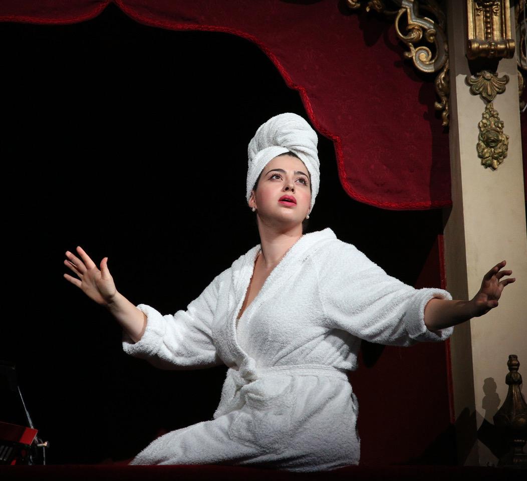 Maria Laura Iacobellis interpreta con grande intensità il ruolo di Corinna (Foto Amati Bacciardi)