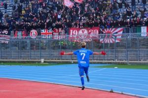 L'esultanza di Petrucci dopo il gol dell'andata a Rimini