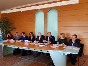 Al tavolo la giunta esecutiva di Confcommercio Pesaro-Urbino