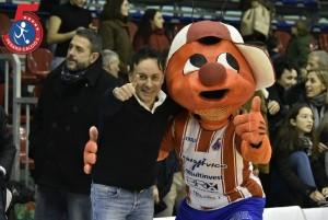 Il presidente Pizza con la mascotte