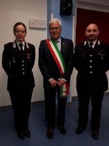 Il comandante Patrizia Gentili col sindaco di Tavoleto e