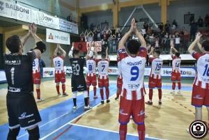 Italservice e tifosi esultano nei quarti di finale di Coppa Italia vinti col Came Dosson a Cavezzo (FOTO Filippo Baioni)