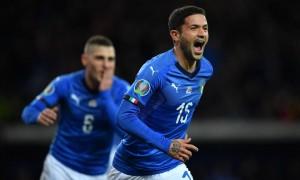 Stefano Sensi esulta per il gol
