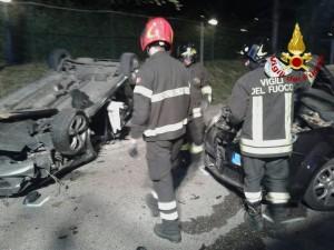 Vigili del fuoco al lavoro in via Lambroso per un incidente