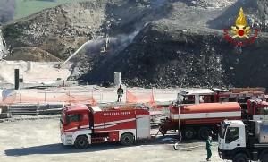 I vigili del fuoco sedano l'incendio di febbraio alla discarica Cà Asprete