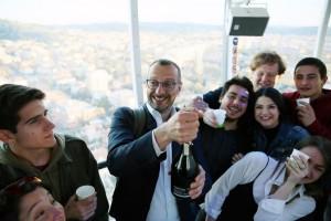 Matteo Ricci festeggia la vittoria elettorale sulla torre panoramica