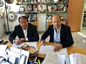 Alberto Drudi e Amerigo Varotti siglano la convenzione