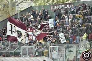 I tifosi del Fano (qui nell'ultimo derby di aprile al Benelli di Pesaro) possono esultare: l'Alma giocherà in Serie C anche nel 2019-20