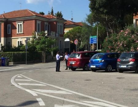 Le multe di stamattina in Piazzale Trieste alle auto che occupavano gli spazi riservati ai motocicli