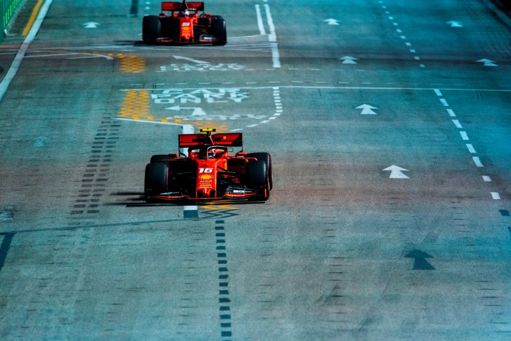 Leclerc in pole anche a Singapore