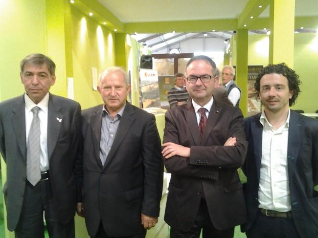 Giuseppe Cristini con il suo staff al Vinitaly