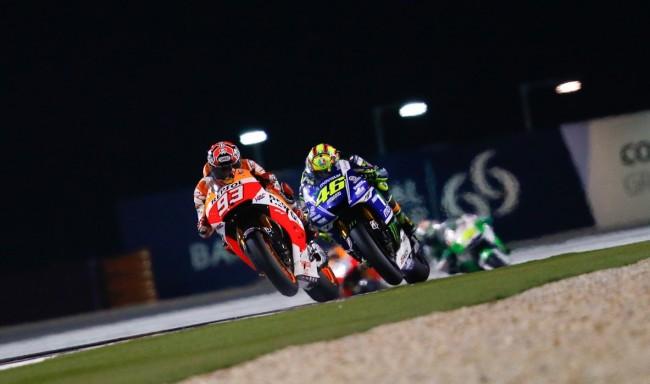La magica sfida tra Marc Marquez e Valentino Rossi nel Gran Premio del Qatar in notturna