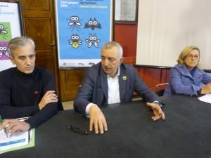Il vicesindaco Enzo Belloni (nel mezzo), Davide Venturi (U.O. Turismo) e Stefania Marchionni (U.O. Attività economiche) presentano la 1/2 Notte Bianca dei bambini