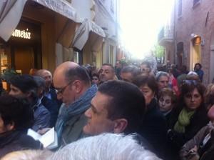 La folla presente per l'inaugurazione