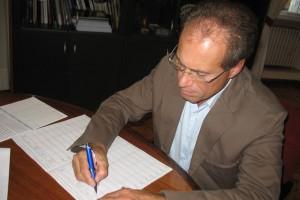Stefano Aguzzi firma abolizione Province