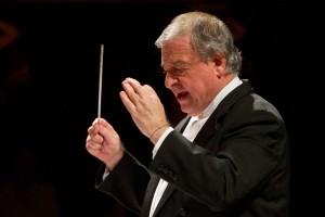 Il maestro Donato Renzetti, direttore della Filarmonica Rossini