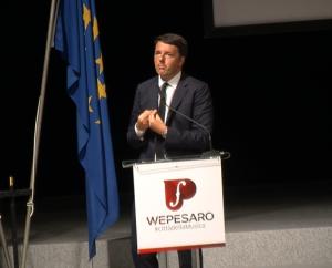 Matteo Renzi in una precedente visita a Pesaro