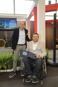 L'assessore Rito Briglia ritira il premio Cosmobike a Verona