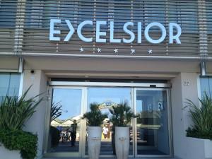 L'entrata dell'hotel Excelsior (foto tratta dal web)