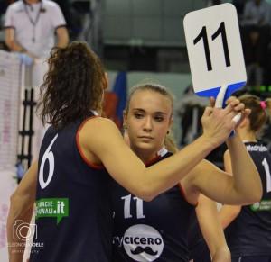 Prima di Mondovì, Rebecca entrava solo per il doppio cambio: qui è con Eleni Kiosi (Foto Eleonora Ioele)