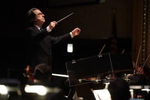 Il maestro Riccardo Muti dirige i concerti viennesi (Foto dalla pagina Facebook della Chicago Symphony Orchestra)