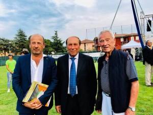 Il direttore di Confcommercio Amerigo Varotti con il presidente dell'Associazione Tiro a volo San Martino Oliviero Pacassoni e Italino Mulazzani