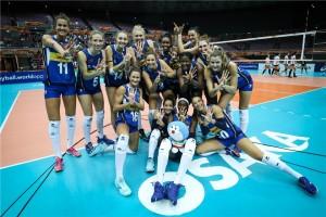 Le azzurre sorridono e salutano dopo la settima vittoria nei Mondiali giapponesi (Foto Fivb)