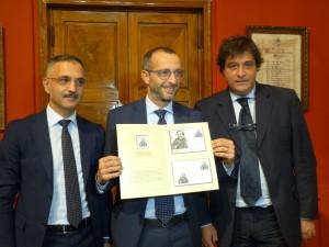 La presentazione del francobollo commemorativo
