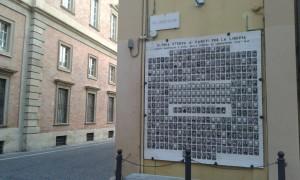 La lapide ai caduti in Piazzale Collenuccio