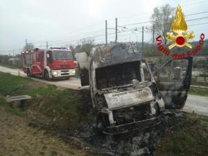 Il furgone bruciato