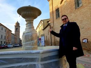 Il sindaco Dellonti alla Fontana della Pieve