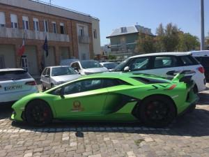 Lamborghini davanti alla Capitaneria