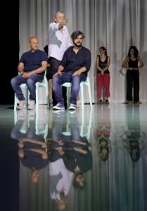 Antonino Siracusa, Graham Vick e Nahuel Di Pierro durante le prove di Semiramide (Foto Amati Bacciardi)
