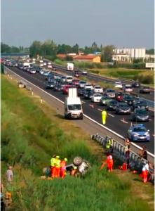 Il soccorso dopo il tragico incidente (screenshot tratto da un filmato di Amato Ballante)