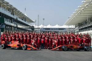 Foto di gruppo finale per la Ferrari nonostante una stagione interlocutoria