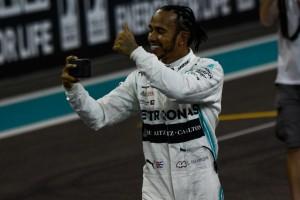 Selfie di Lewis Hamilton per festeggiare la vittoria
