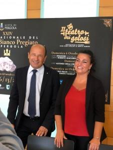 Il direttore provinciale di Confcommercio Amerigo Varotti e il sindaco di Pergola Simona Guidarelli