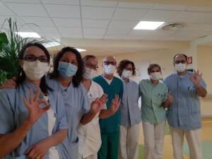 Medici, infermieri e operatori sanitari del reparto di Malattie Infettive di Marche Nord che dal 26 febbraio a oggi ha ricoverato 115 pazienti
