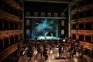 Dmitry Korchak dirige l'Orchestra Sinfonica G. Rossini (Foto Amato Bacciardi)