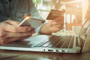 computer pc carta credito acquisti online internet