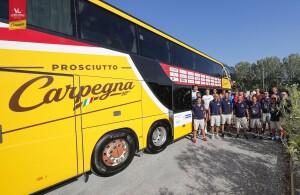 Partenza bus per ritiro della Vuelle Carpegna Prosciutto