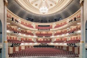 La straordinaria bellezza della Staatsoper Unter den Linden non s'arrende al Covid-19 ( pagina Facebook)