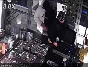 Una delle immagini di videosorveglianza pubblicate su Facebook