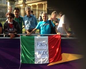 Londra 2012, gara di marcia 50 km- una bandiera dedicata ad Alex fermato per doping
