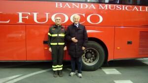 Il Direttore Donato di Martile, con Giorgio Girelli,  appena giunto a Pesaro con la Banda dei Vigili del Fuoco