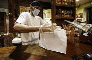 Emergenza Coronavirus, gli esercenti di Roma si sono organizzati con le consegne a domicilio