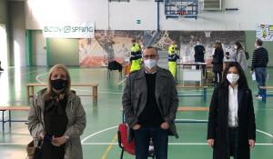 Il sindaco Matteo Ricci assieme agli assessori Giuliana Ceccarelli e Mila Della Dora